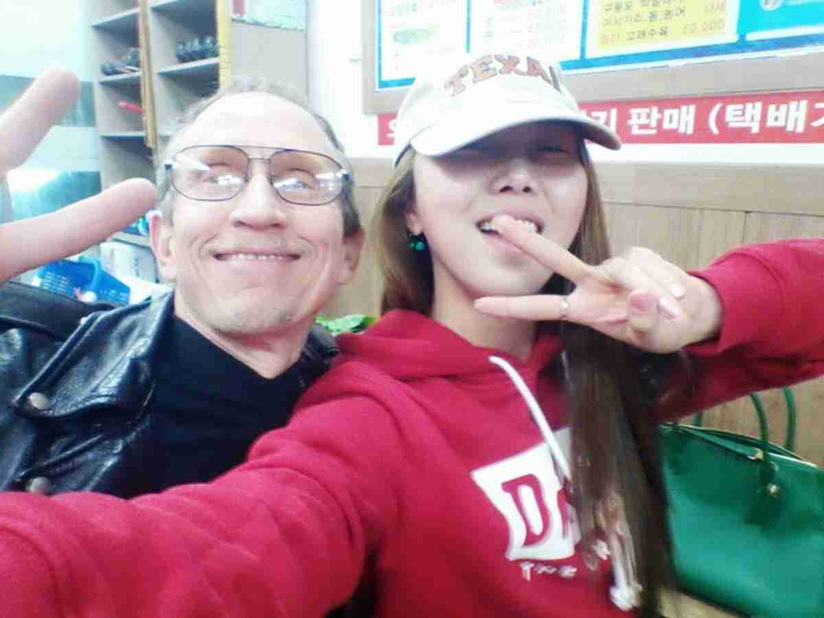 Me posing for a photo with Hye-Young in Guryongpo showing the V-sign.